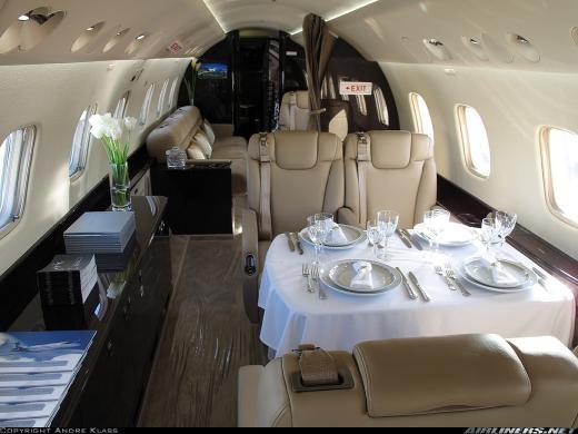 """Cận cảnh chiếc máy bay tuyệt đẹp """"đụng hàng"""" Bill Gates của Bầu Đức"""