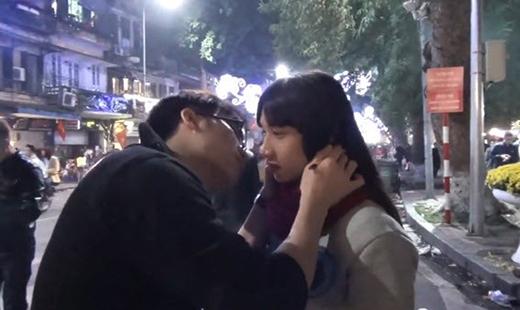 Với 50.000 đồng và mánh khóe, ảo thuật gia 8X hôn được cả trăm gái đẹp