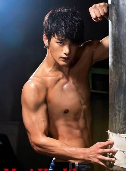 Ra mắt với vai trò ca sĩ, nhưng từ khi bén duyên với nghiệp diễn,Seo In Gukmới hoàn toàn lột xác thành nam diễn viên nam tính với thân hình vạm vỡ.