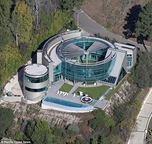 Căn biệt thự thủy tinh trước đây của Justin Bieber