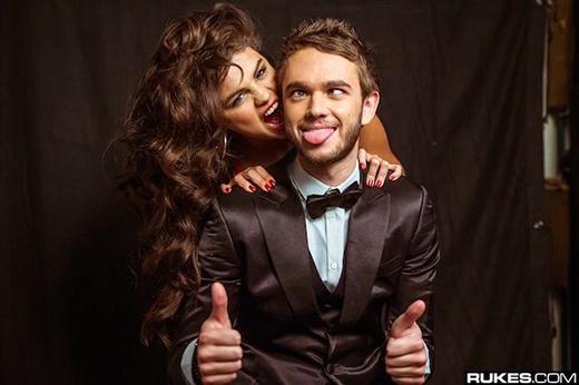 Người yêu tin đồn gặp được Selena vì tình cờ muốn... đi vệ sinh