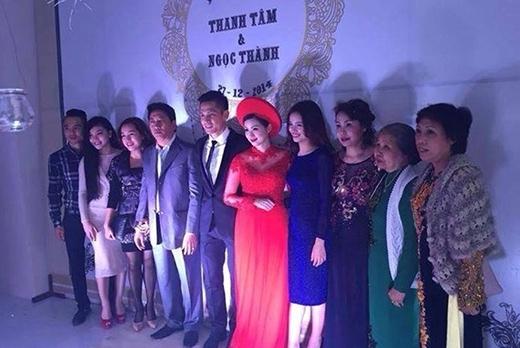 Sự khác thường ở vòng hai của Tâm Tít khi mặc chiếc áo dài ở hôn lễ như ngầm thông báo về việc bầu bí - Tin sao Viet - Tin tuc sao Viet - Scandal sao Viet - Tin tuc cua Sao - Tin cua Sao