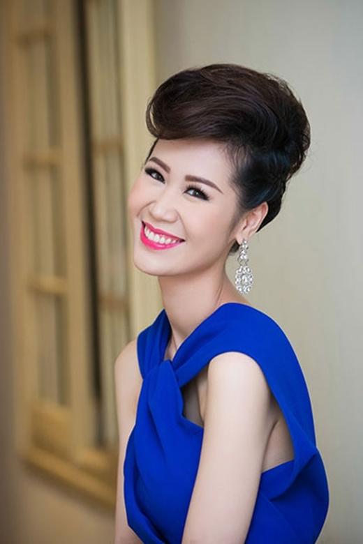 """Nụ cười cùng đôi mắt có hồn của Thùy Linh luôn chiếm được cảm tình lớn của mọi người. Nên cô thường xuyên dùng """"lợi thế"""" này của mình trong các buổi chụp hình và sự kiện. - Tin sao Viet - Tin tuc sao Viet - Scandal sao Viet - Tin tuc cua Sao - Tin cua Sao"""