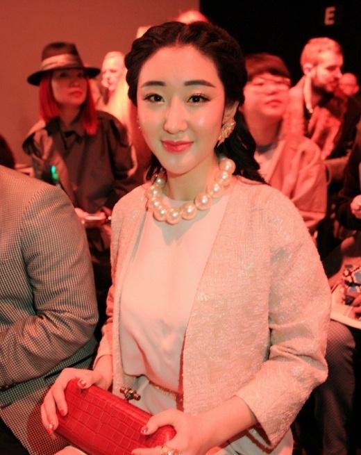 Mỹ nhân Trung Quốc mặt cứng đờ như tượng sáp vì thẩm mỹ