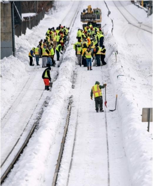 Lính cứu hỏa của Mỹ vật lộn với đường phố đóng đầy những tuyết