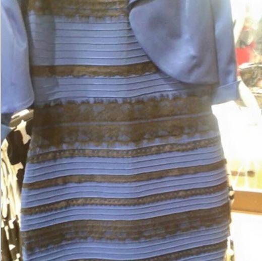 Chanyeol nổi điên với chiếc váy đang làm mưa làm gió từ hôm qua đến nay. Anh đã khoe hình chiếc váy và không nói gì, chỉ ghi rất nhiều dấu chấm hỏi.
