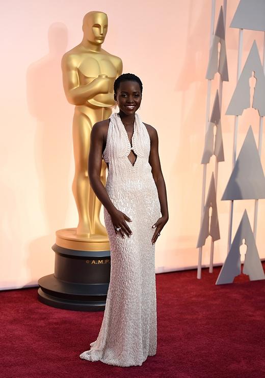 Trộm trả lại chiếc váy hơn 3 tỷ đồng cho sao Oscar vì cho là đồ giả