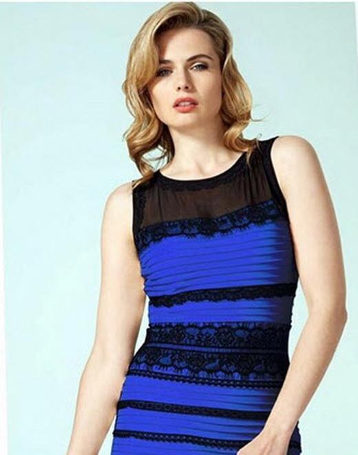 Người mẫu mặc Chiếc đầm ma quái lên tiếng khẳng định màu thật