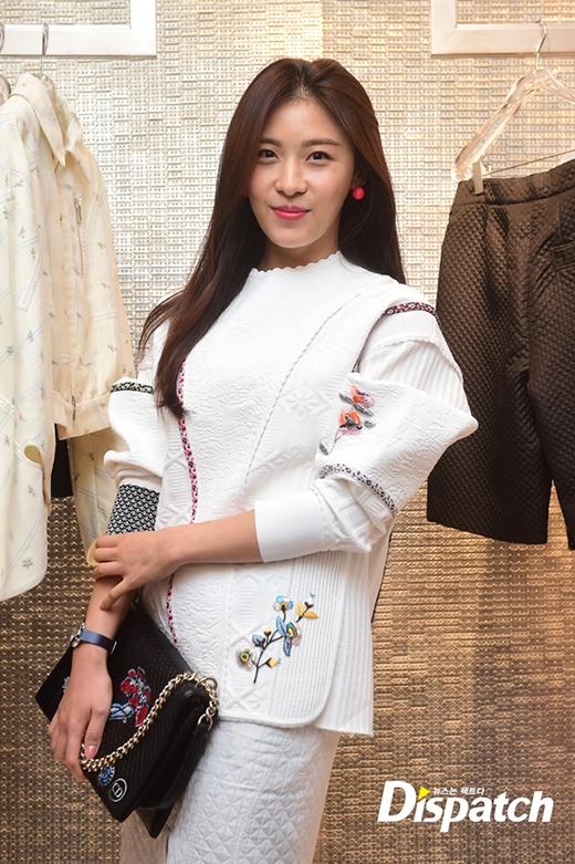 Ha Ji Won trẻ trung, xinh đẹp và cực kỳ hiền dịu.