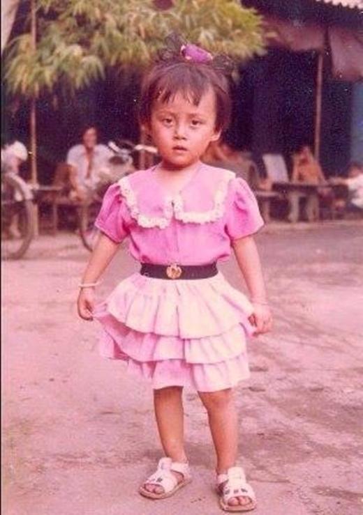 Sinh ra trong hình hài con trai nhưng ngay từ bé, Lan Phương đã được cho mặc váy và buộc tóc như con gái. - Tin sao Viet - Tin tuc sao Viet - Scandal sao Viet - Tin tuc cua Sao - Tin cua Sao