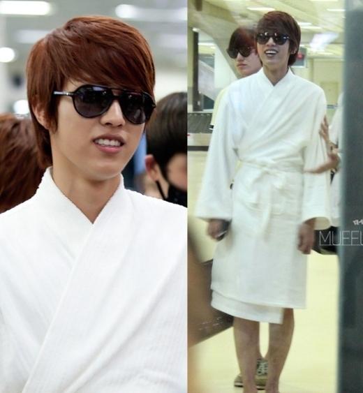 """Soi vào thời trang sân bay """"khó đỡ"""" của loạt thần tượng Hàn"""
