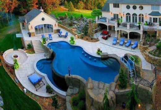 Bể bơi gia đình nhiều tầng dành cho các bữa tiệc ngoài trời đông khách mời.
