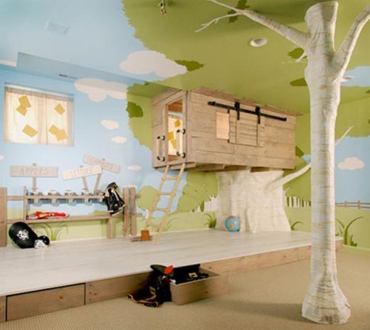 Phòng trẻ em thiết kế theo phong cách nhà cây, với giường ngủ treo trên cây cao.