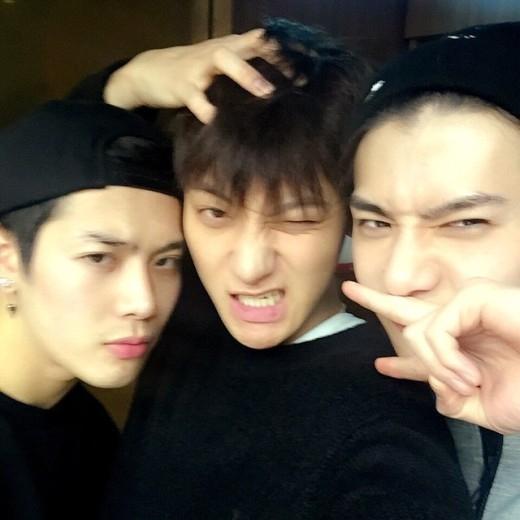 Gần đây, do cùng tham gia show thực tế nênJackson (GOT7), TAOvàSehun (EXO)đã có cơ hội trở nên thân thiết hơn.
