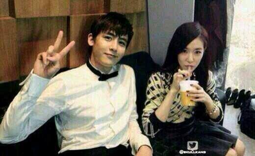 Không chỉ có tình bạn,Tiffany (SNSD)vàNichkhun (2PM)là một trong những cặp đôi thần tượng nhận đông đảo sự ủng hộ từ phía các fan. Được biết, cả hai từng là bạn thân của nhau suốt 5 năm trời.