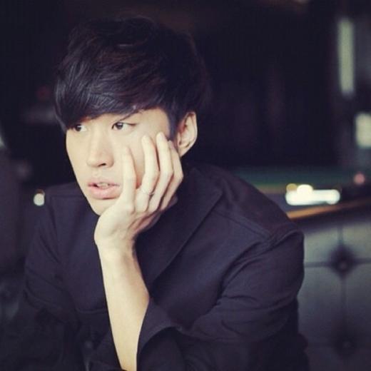 Tablo cũng là một trong những thiên tài của làng giải trí Hàn Quốc khi đạt chỉ số IQ là 160 và các bằng thạc sĩ tiếng Anh của đại học Stanford. Lúc còn ngồi ghế nhà trường, anh đã đạt được loại điểm A+ trong các kỳ thi của mình.