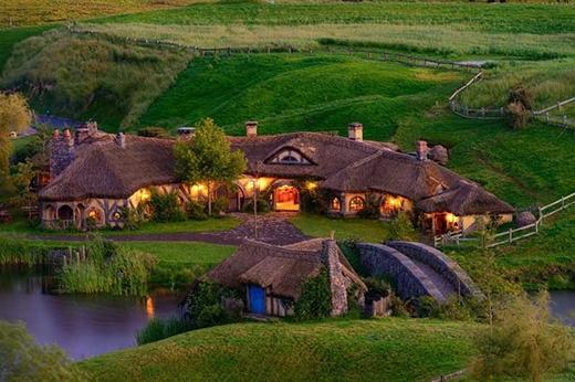 Làng Hobbiton - nơi từng quay bộ phim Chúa tể những chiếc nhẫn - tọa lạc tại New Zealand.