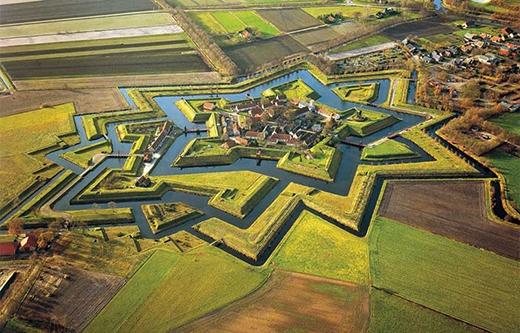 Fort Bourtange là tên một pháo đài nằm ở ngôi làng Bourtange, Groningen, Hà Lan.