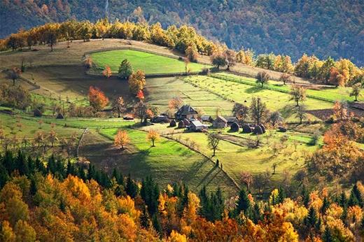Một cụm hộ gia đình trong ngôi làng ở Serbia.