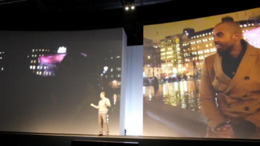 Thậm chí còn chiếu video quay từ hai thiết bị để so sánh. Trong hình, bên trái là video từ iPhone 6, bên phải từ Galaxy S6.