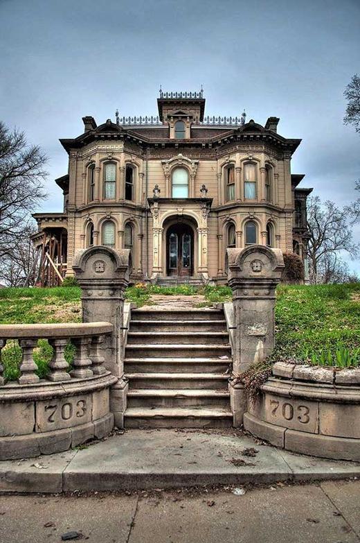 Một căn nhà tuyệt đẹp thời Victoria bị bỏ hoang.