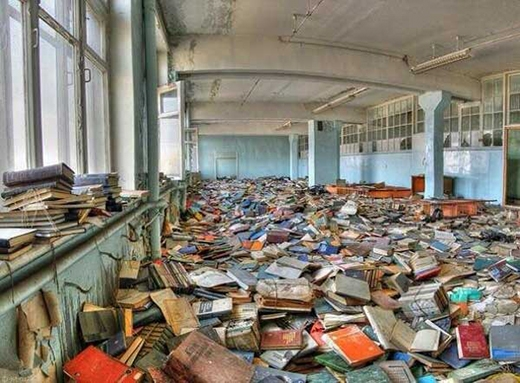 Quang cảnh một thư viện bị bỏ hoang ở Nga.