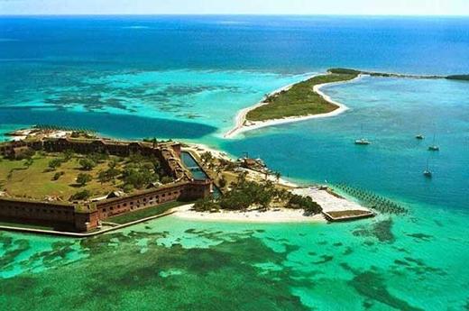 Một pháo đài bị bỏ hoang trên một hòn đảo ở Florida.