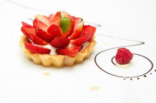 Khách hàng nữ khi đến Café EON ngày 8/3 sẽ được tặng 1 bánh cupcake & gift voucher của Zalora trị giá 200.000vnđ.