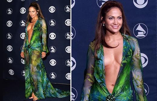 """Chiếc váy củaJennifer Lopeztrong lễ trao giảiGrammynăm 2010 cũng là một trong những bộ trang phục gây nhiều """"sóng gió"""" nhất trong ngành thời trang."""