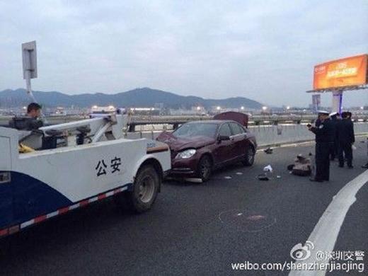 Ô tô tông đám đông tại sân bay, 32 người thương vong