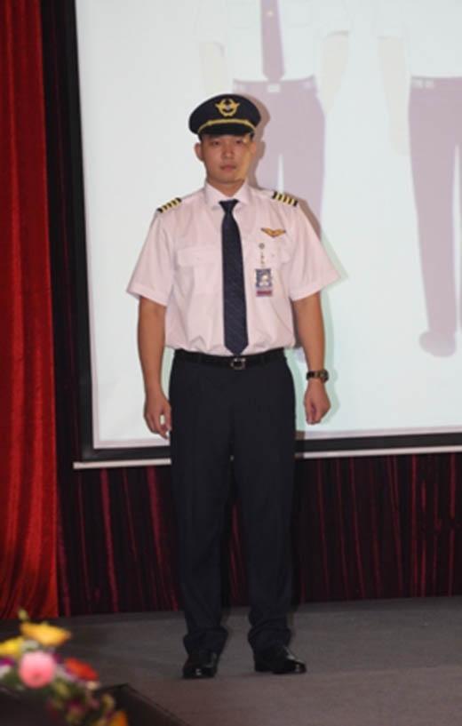 Đồng phục mới của phi công, tiếp viên Vietnam Airlines do nhà thiết kế Minh Hạnh chủ trì thiết kế
