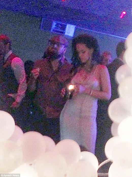Rihanna đón sinh nhật cùng Leonardo Dicaprio, bất chấp tin đồn hẹn hò