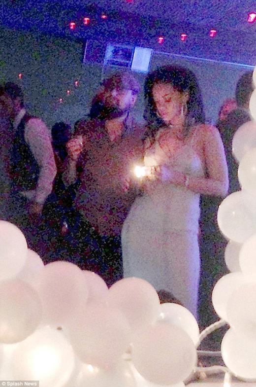 Hình ảnh của Rihanna và Leo trong bữa tiệc