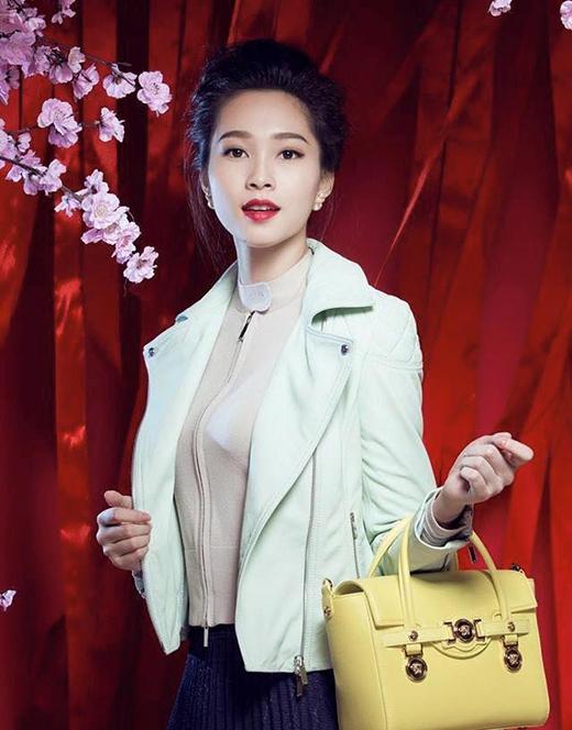 Hoa hậu Thu Thảo chê đồng phục mới của tiếp viên Vietnam Airlines quá xấu - Tin sao Viet - Tin tuc sao Viet - Scandal sao Viet - Tin tuc cua Sao - Tin cua Sao