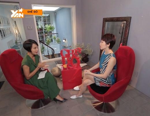 VJ Thùy Minh (trái) và Tóc Tiên trong chương trình Ghế đỏ