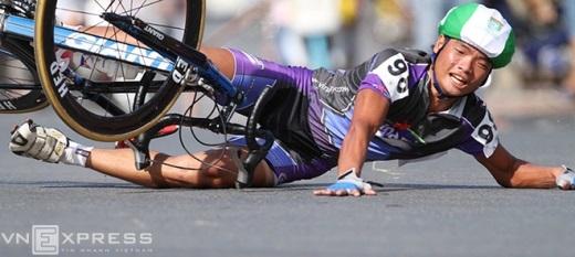 Chuyện đo đường, thân mình thương tích là chuyện bình thường với hầu hết các vận động viên đua xe đạp.