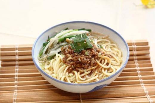 Mì Danzi là món ăn nổi tiếng nhất tại Tainan – Đài Loan. Món mì ăn cùng thịt lợn băm và tôm. Xưa kia món ăn thường được gánh bán rong khắp phố, nay họ thường bán trên vỉa hè các con đường xứ Đài.