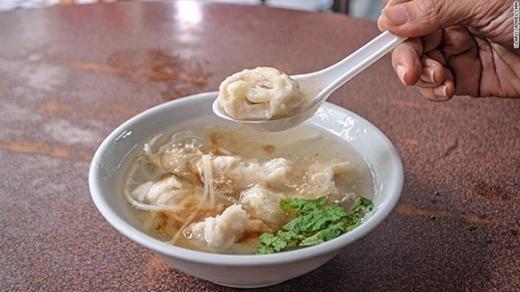 Súp mực hầm: Ở Đài Loan mực là một trong những sản vật chính, ta có thể tìm được rất nhiều món ăn về mực ở đất nước này. Súp mực là món ăn được ưa thích vào mùa đông.