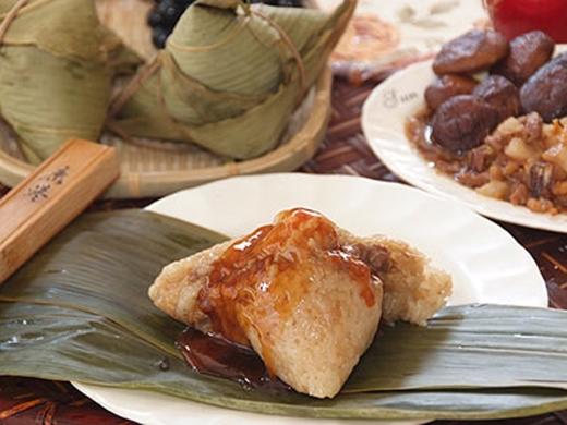 Bánh Zong Zi là loại bánh có lớp vỏ mềm dai, lớp nhân bên trong đâm đà.