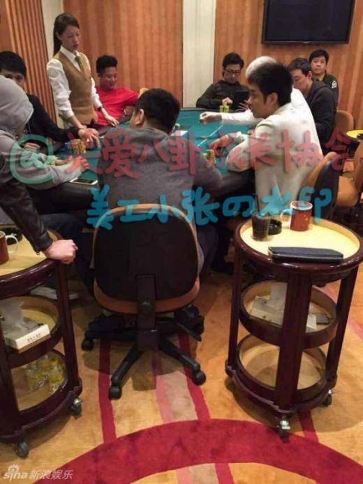 Sau khi cầu hôn Chương Tử Di, Uông Phong bê bết ở sòng bạc