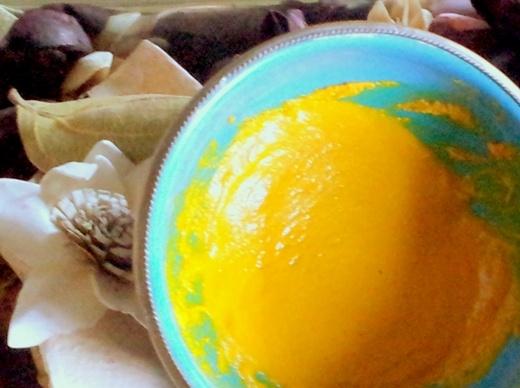 Trị mụn trứng cá nhanh, gọn, hiệu quả chỉ với nghệ vàng