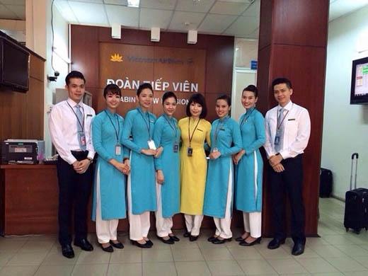 Cận cảnh đồng phục mới của Vietnam Airlines bị dư luận chỉ trích