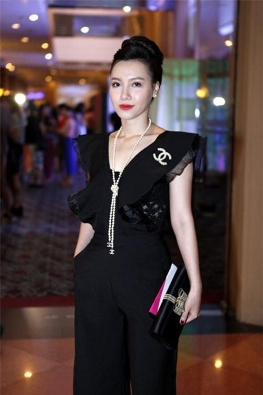 Minh Hà luôn biết gây ấn tượng với những trang phục sang trọng, sexy. - Tin sao Viet - Tin tuc sao Viet - Scandal sao Viet - Tin tuc cua Sao - Tin cua Sao