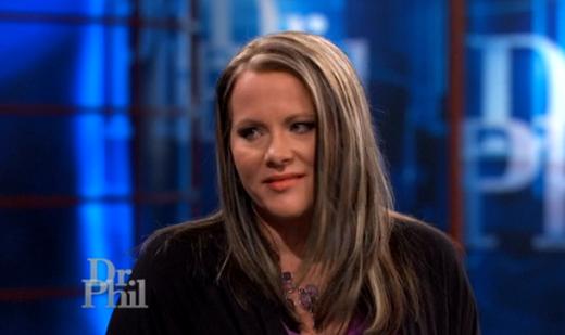 Crystal nói: Nếu Sarah tiếp tục gửi tiền choChris, cô ấy sẽ không còn gì.