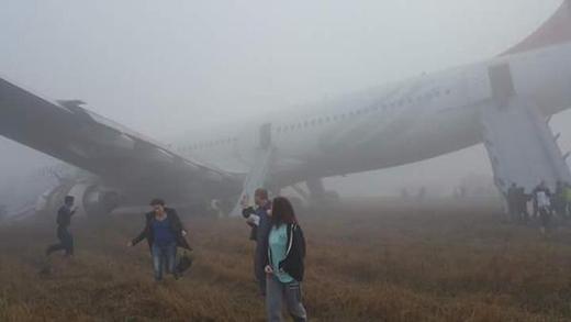 Hình ảnh chiếc máy bay gãy cánh tại hiện trường
