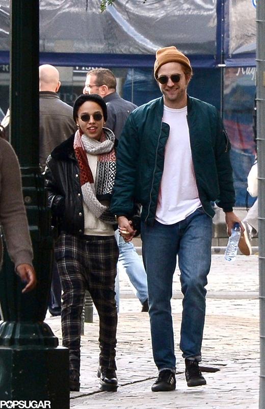 """Fan """"vỡ tim"""" khi hay tin Robert Pattinsons đính ước cùng người yêu"""