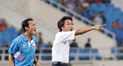 Năm điểm HLV Graechen thua xa ông Miura
