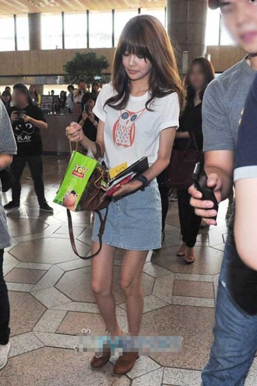 Trong nhóm SNSD, Sooyoung được coi là thành viên có đôi chân dài nhất. Nhưng cô cũng là thành viên sở hữu đôi chân tong teo nhất. Ở nhiều bức ảnh đôi chân của Sooyoung giống như hai que tăm, mất cân đối hoàn toàn với vóc dáng và gương mặt của cô.