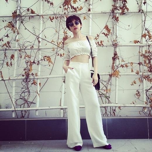 Cô luôn tự tin diện crop top trong trang phục thường ngày. - Tin sao Viet - Tin tuc sao Viet - Scandal sao Viet - Tin tuc cua Sao - Tin cua Sao