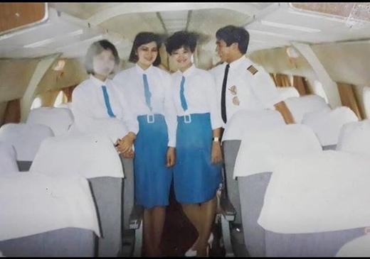 Lần thay đổi đồng phục thứ 2 được coi là cuộc cách mạng đồng phục cho nữ tiếp viên khi chuyển sang thiết kế áo trắng - váy ngắn màu xanh da trời. Thiết kế hướng tới tiêu chí hiện đại, trẻ trung. Ảnh: Gia đình xã hội.